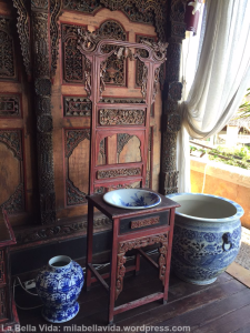 antique-blue-ceramics-at-villa-almarik