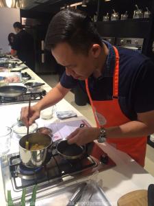 arshad-cooking-dadar-gulung_wm