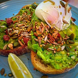 saint-ali-avo-on-toast